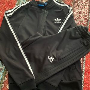 Authentic Adidas Sweatsuit.👟👟